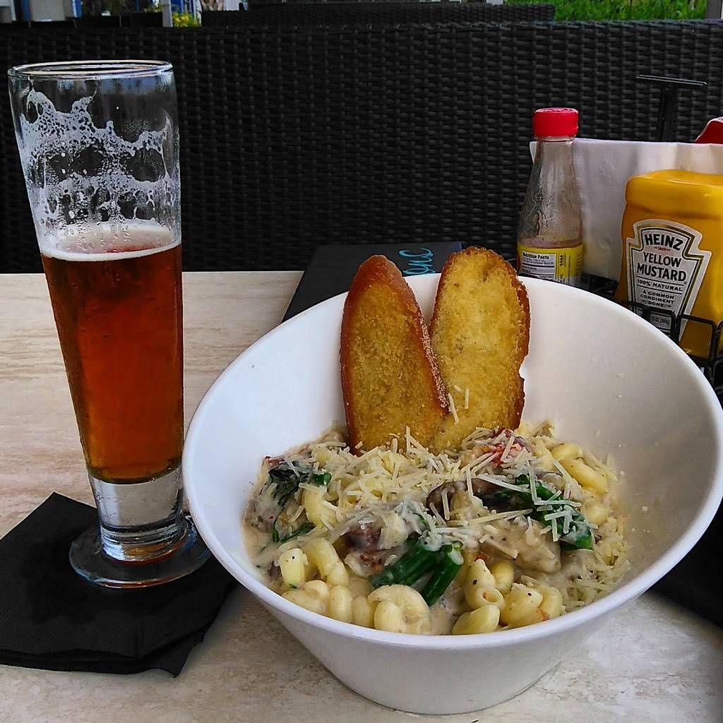 H Bar - restaurant  | Photo 6 of 8 | Address: 2705 Atlantic Ave, Virginia Beach, VA 23451, USA | Phone: (757) 428-4200 ext. 5105