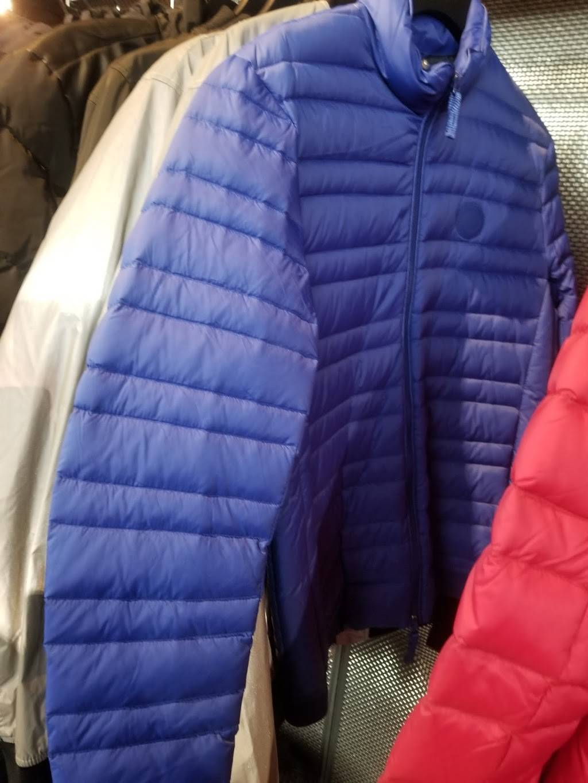A|X Armani Exchange - clothing store  | Photo 6 of 7 | Address: 1400 Willowbrook Mall Space 1840, Wayne, NJ 07470, USA | Phone: (973) 237-0244