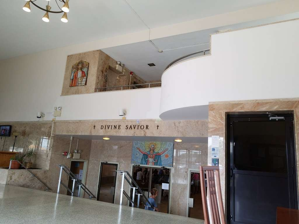 Divine Savior Catholic Church - church  | Photo 1 of 10 | Address: 7740 W Montrose Ave, Harwood Heights, IL 60706, USA | Phone: (708) 456-9000