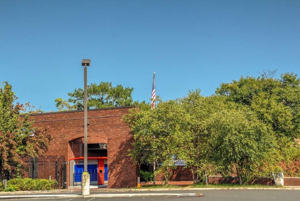 United States Postal Service - post office  | Photo 3 of 9 | Address: 3300 Conner St, Bronx, NY 10475, USA | Phone: (800) 275-8777