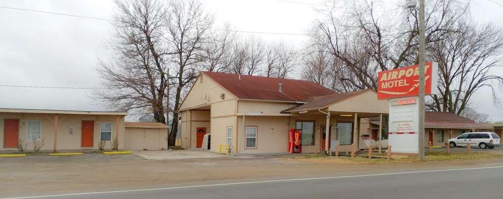 Airport Motel - lodging  | Photo 1 of 1 | Address: 1493 US-40, Lawrence, KS 66044, USA | Phone: (785) 749-3355