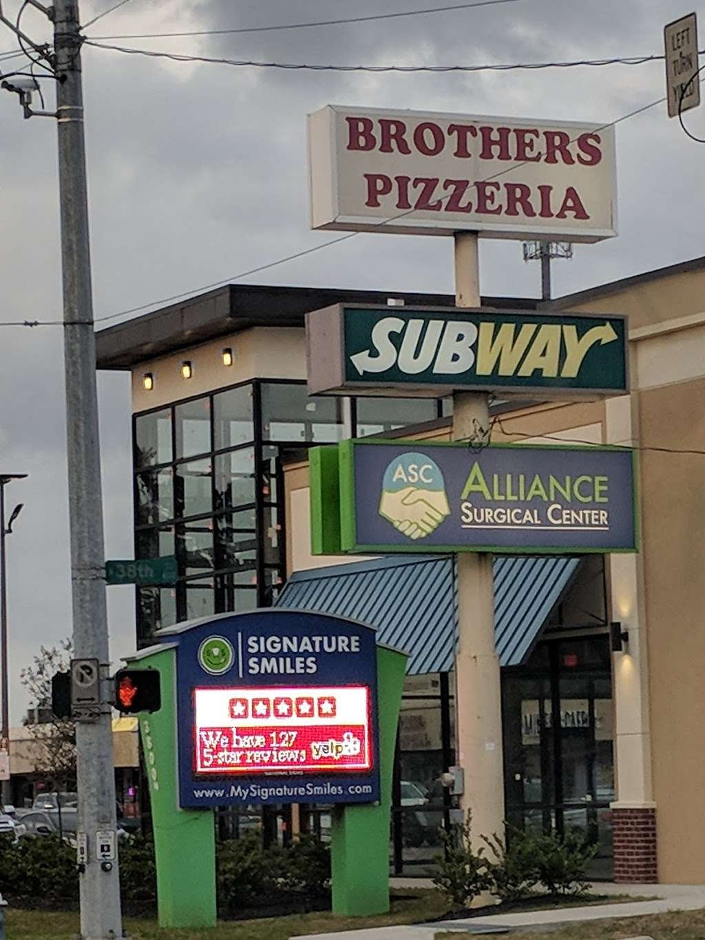 Subway - restaurant  | Photo 3 of 4 | Address: 3806 N Shepherd Rd, Houston, TX 77018, USA | Phone: (713) 695-3575