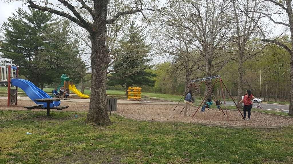 Riverwood Park Recreation - park    Photo 10 of 10   Address: Riverwood Dr, Toms River, NJ 08753, USA   Phone: (732) 341-1000