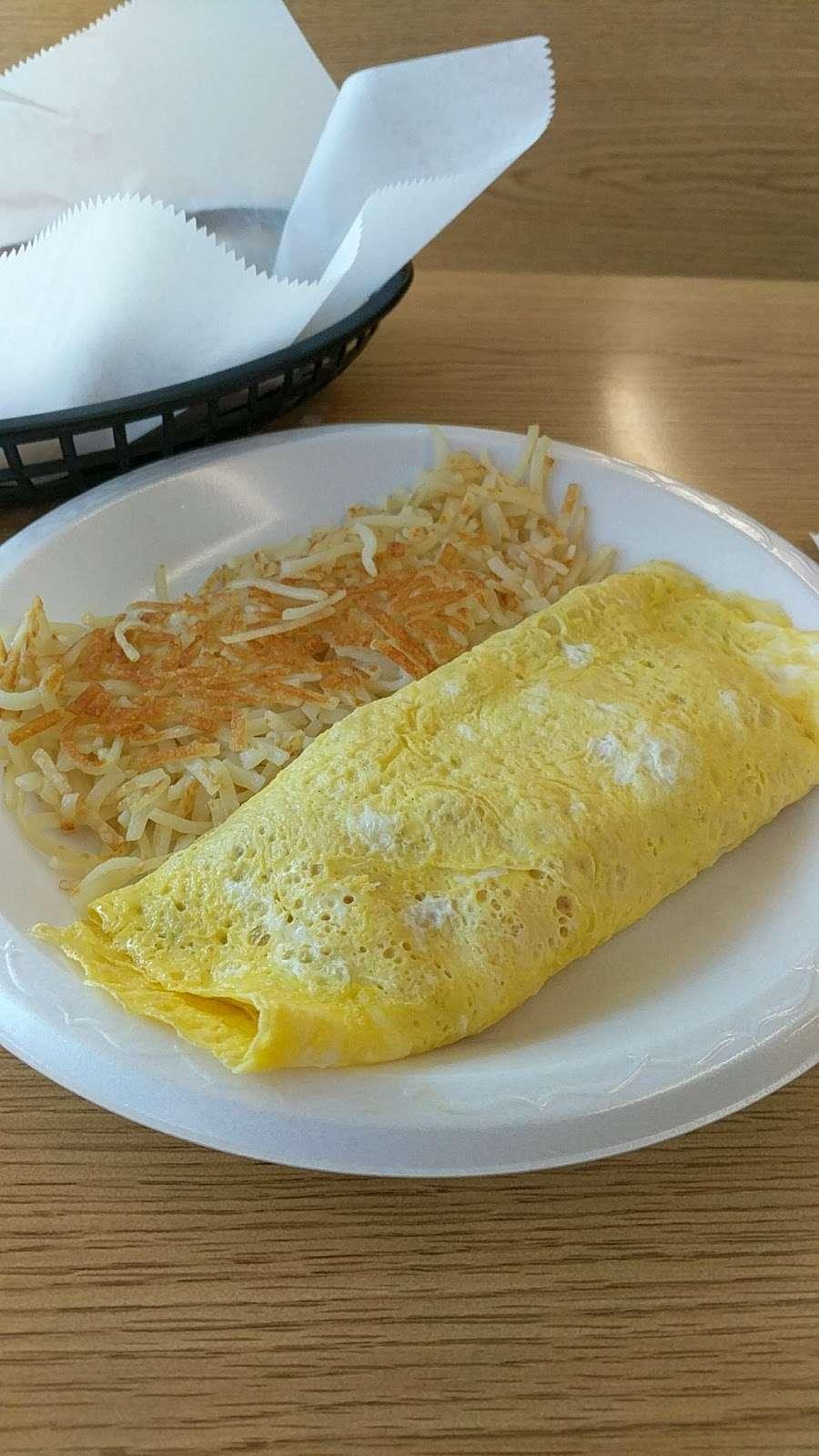 Wahoos Diner - restaurant  | Photo 7 of 9 | Address: 110 N Salisbury GQ Ave, Salisbury, NC 28146, USA | Phone: (704) 209-0503