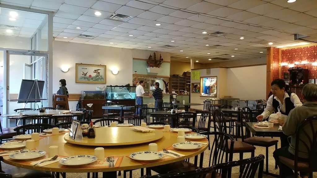 Vinh Kee Chinese Restaurant - restaurant    Photo 1 of 10   Address: 3103 Graham Rd, Falls Church, VA 22042, USA   Phone: (703) 645-0118