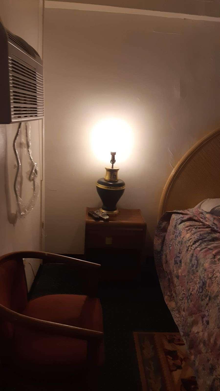 Atco Motel - lodging  | Photo 3 of 10 | Address: 795 White Horse Pike, Atco, NJ 08004, USA | Phone: (856) 719-8550
