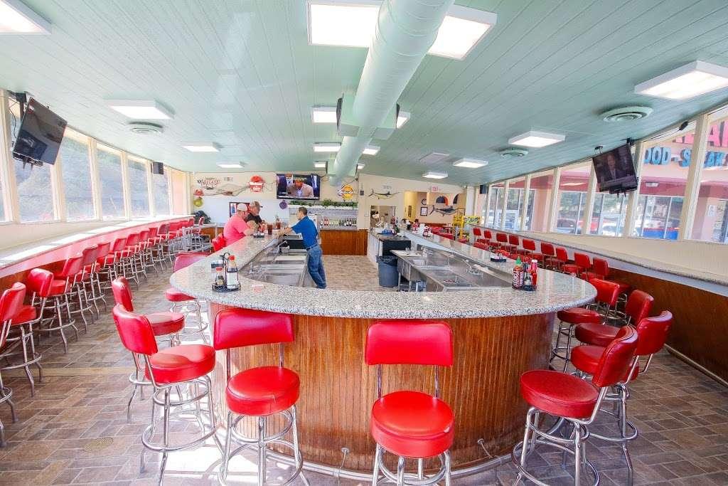Sealand Seafood Steak Fuel Express - restaurant    Photo 1 of 10   Address: 1925 13th St, Hempstead, TX 77445, USA   Phone: (979) 921-5151
