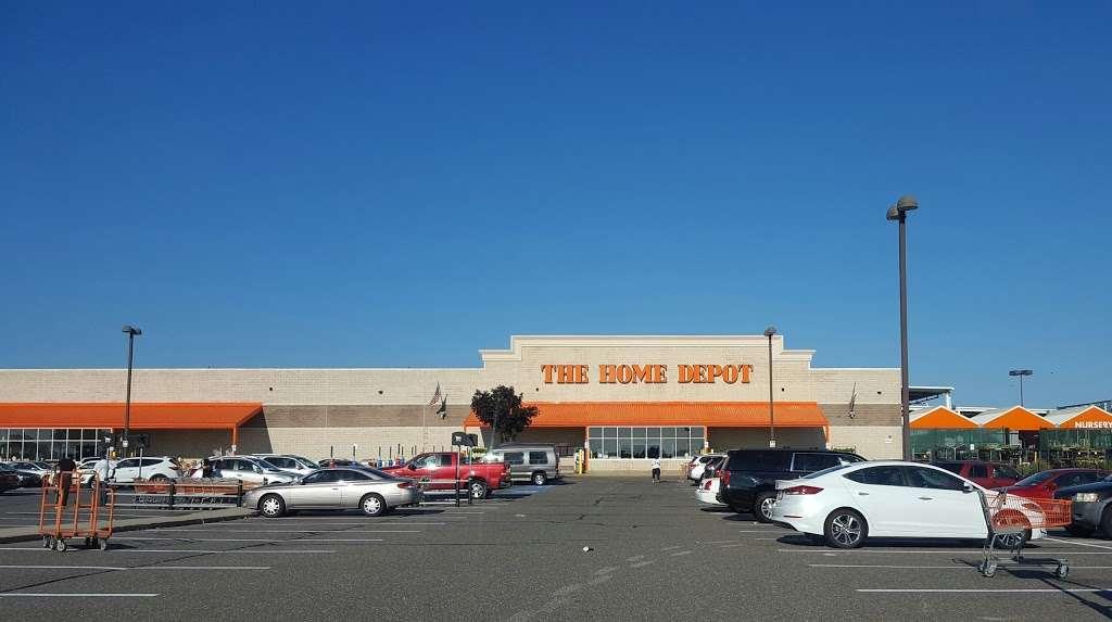 The Home Depot 202 Airport Plaza Blvd Farmingdale Ny 11735 Usa