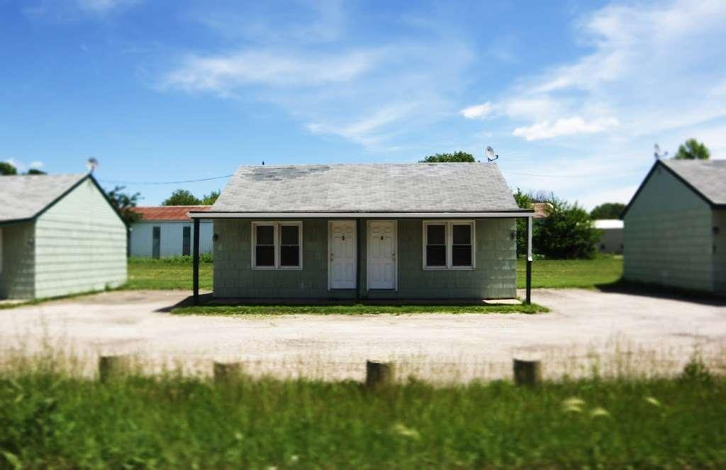 Sunshine Motel - lodging  | Photo 2 of 2 | Address: 1174 US-30, Oswego, IL 60543, USA | Phone: (630) 898-5491