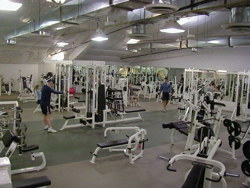 World Gym - gym  | Photo 2 of 10 | Address: 3728 Park Ave, Wantagh, NY 11793, USA | Phone: (516) 882-1314