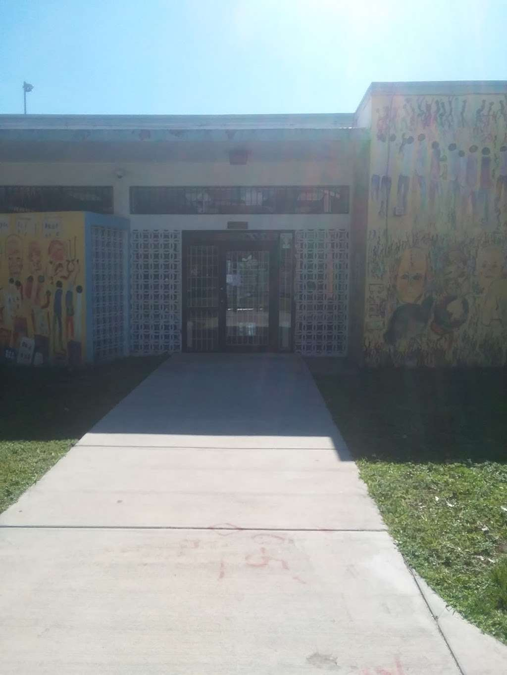 Culmer Overtown Branch Library - library  | Photo 6 of 9 | Address: 350 NW 13th St, Miami, FL 33136, USA | Phone: (305) 579-5322