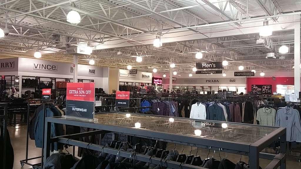 Saks OFF 5TH - department store  | Photo 9 of 10 | Address: 1650 Premium Outlet Blvd #1600, Aurora, IL 60502, USA | Phone: (331) 212-3950