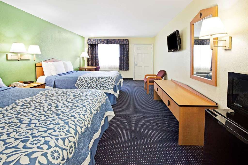 Days Inn by Wyndham Baytown Garth Road I10 East - lodging  | Photo 6 of 10 | Address: 5021 East Fwy, Baytown, TX 77521, USA | Phone: (281) 839-2107