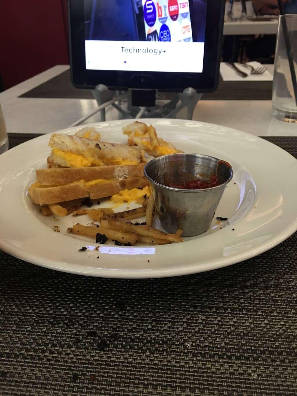Taste of Bisoux - restaurant  | Photo 6 of 10 | Address: Terminal D Gates 3-4, Flushing, NY 11371, USA