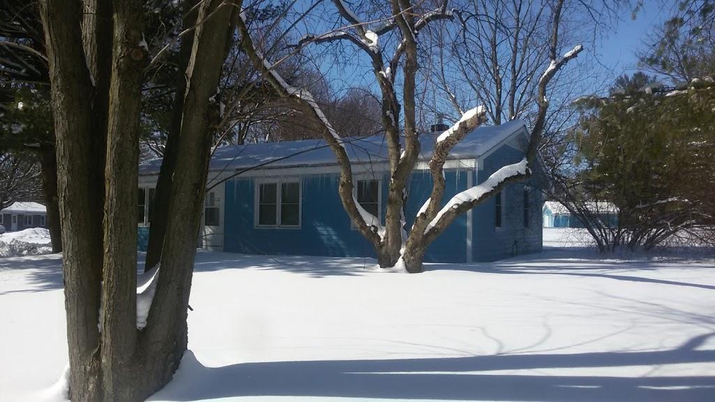 Fermilab Village House - lodging  | Photo 5 of 10 | Address: 18 Potawatomi Blvd, Fermilab, Batavia, IL 60510, USA