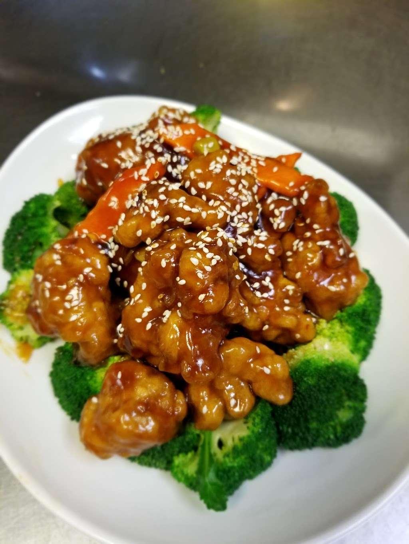 Silver Lake Chinese Restaurant - restaurant  | Photo 6 of 10 | Address: 1236 W Lake St, Roselle, IL 60172, USA | Phone: (630) 529-2828