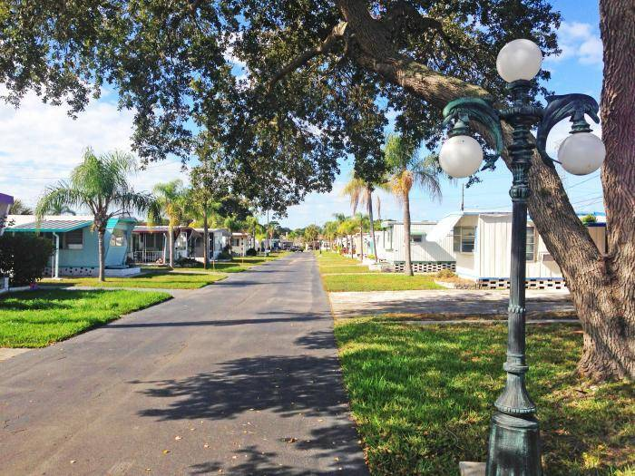 Cottage Cove - A Cobblestone Community - rv park    Photo 1 of 8   Address: 1280 Lakeview Rd, Clearwater, FL 33756, USA   Phone: (727) 446-8057