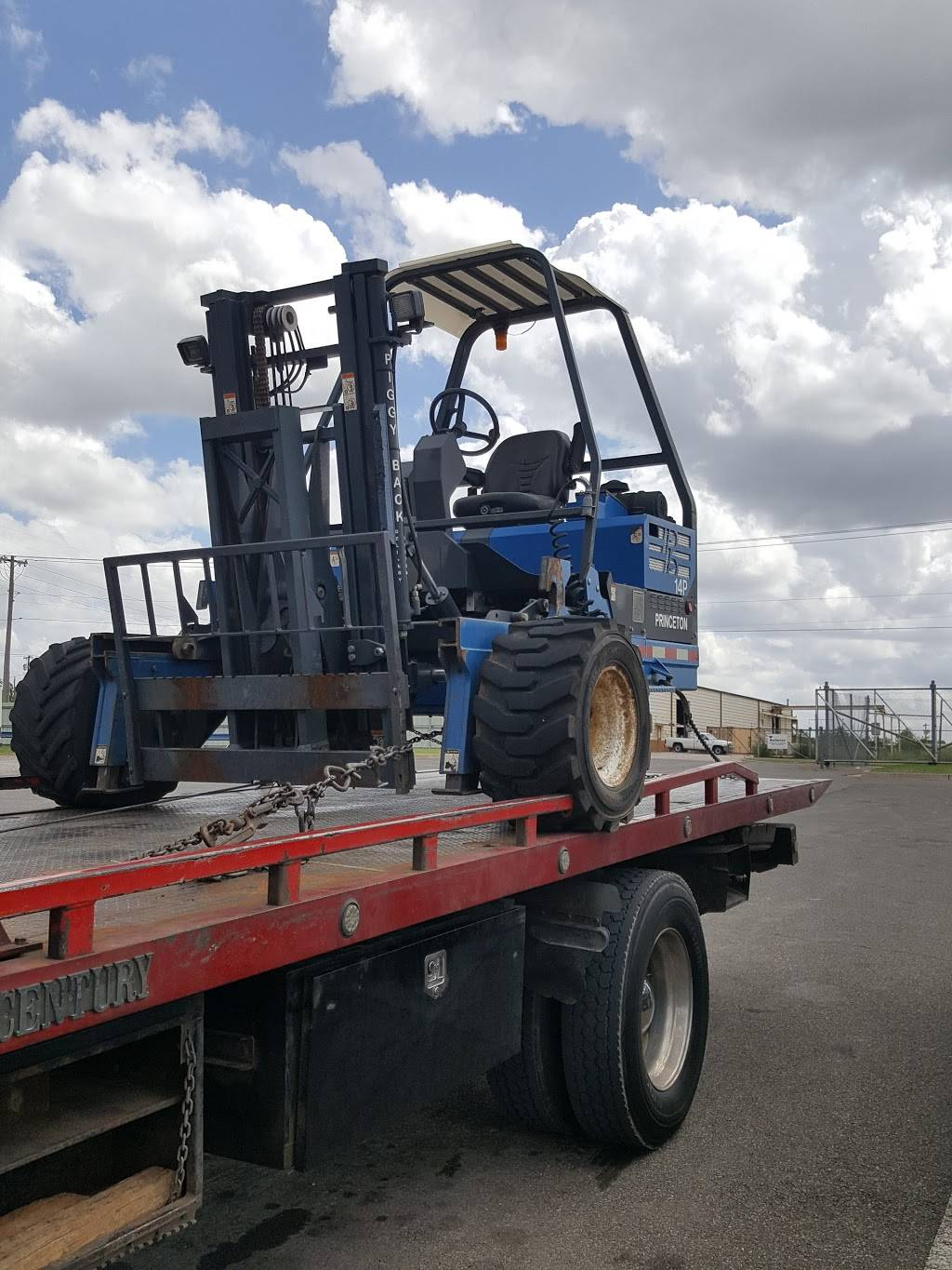 express towing and recovery - car repair  | Photo 8 of 8 | Address: 913 SE 19th St, Moore, OK 73160, USA | Phone: (405) 799-1191