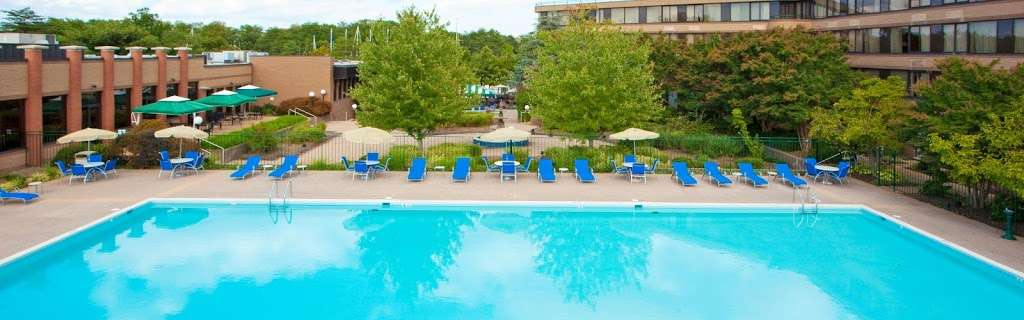 Holiday Inn Solomons-Conf Center & Marina - lodging  | Photo 3 of 10 | Address: 155 Holiday Dr, Solomons, MD 20688, USA | Phone: (410) 326-6311