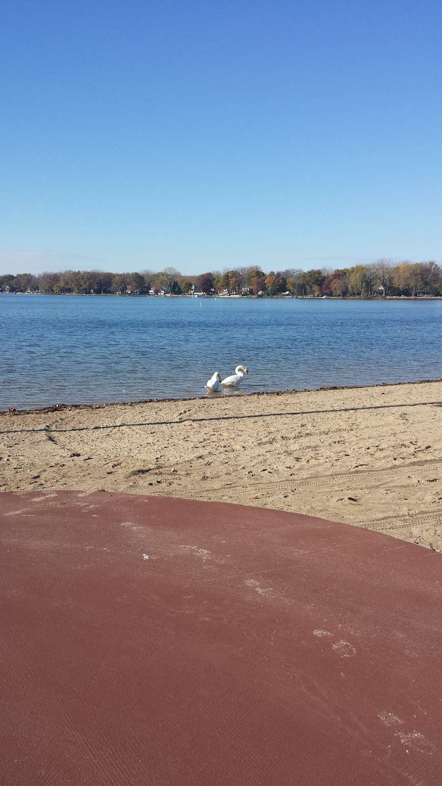 Crystal Lake Main Beach - park  | Photo 8 of 10 | Address: Crystal Lake, IL 60014, USA | Phone: (815) 459-0680
