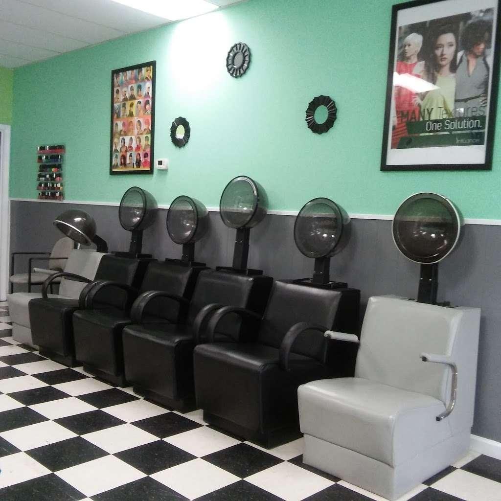 Hair Season Hair Salon and barber - hair care    Photo 3 of 10   Address: 6331 S Kings Hwy A, Alexandria, VA 22306, USA   Phone: (703) 768-6865