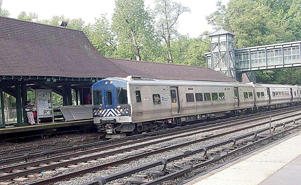 Botanical Garden - train station    Photo 1 of 10   Address: Bronx, NY 10458, USA
