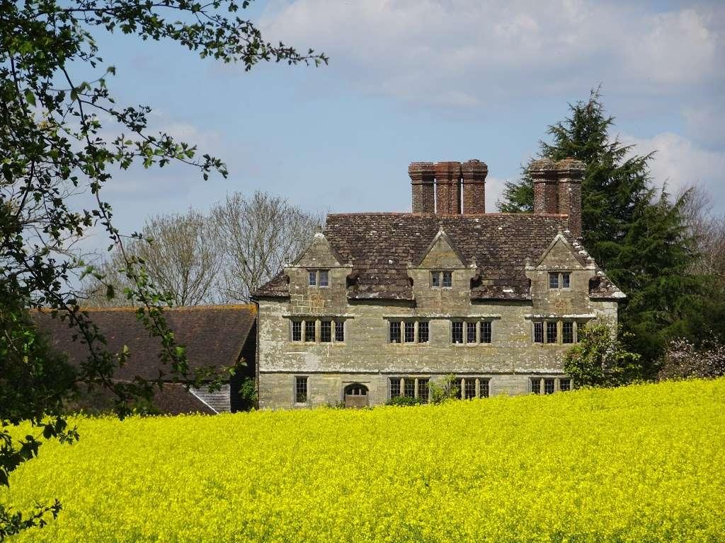 Gulledge Farmhouse - museum  | Photo 1 of 10 | Address: East Grinstead RH19 1TX, UK