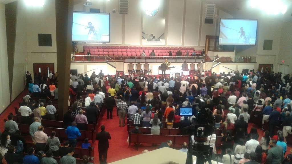 Iglesia Pentecostal Unida Hispana-Central - church  | Photo 10 of 10 | Address: 6518 Fulton St, Houston, TX 77022, USA | Phone: (713) 691-2301