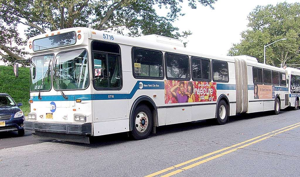 W 205 St/paul Av - bus station  | Photo 4 of 7 | Address: Bronx, NY 10468, USA