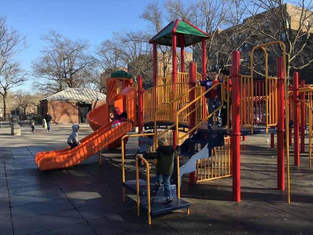 Torsney/Lou Lodati Playground - park  | Photo 1 of 10 | Address: 41-15 Skillman Ave, Long Island City, NY 11104, USA | Phone: (212) 639-9675