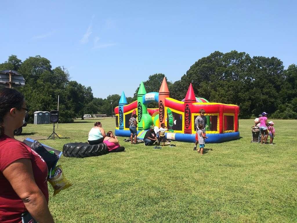 Jefferson Field - park  | Photo 2 of 10 | Address: 17 Spruce St, York, SC 29745, USA | Phone: (803) 684-3742