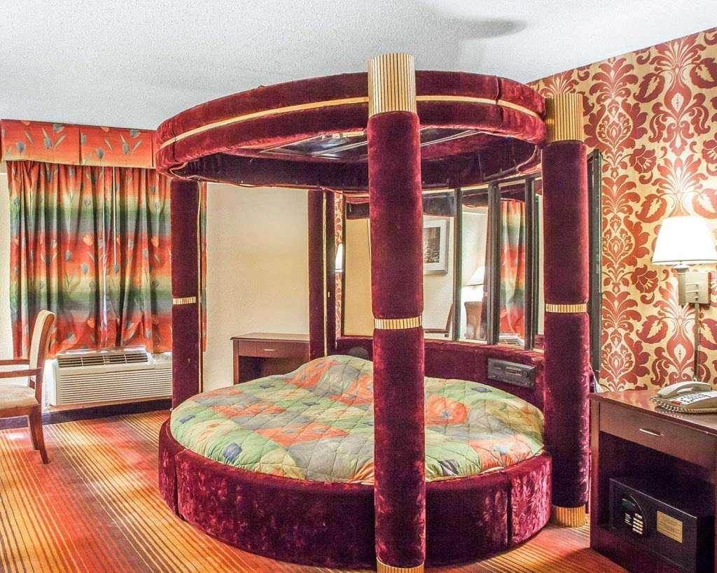 Econo Lodge - lodging  | Photo 9 of 10 | Address: 750 Tonnelle Ave, Jersey City, NJ 07307, USA | Phone: (201) 420-9040