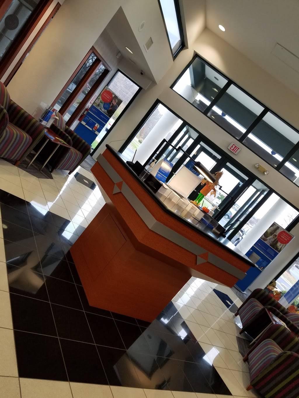 BMO Harris Bank - bank  | Photo 3 of 4 | Address: 9775 Fall Creek Rd, Indianapolis, IN 46256, USA | Phone: (317) 845-9619