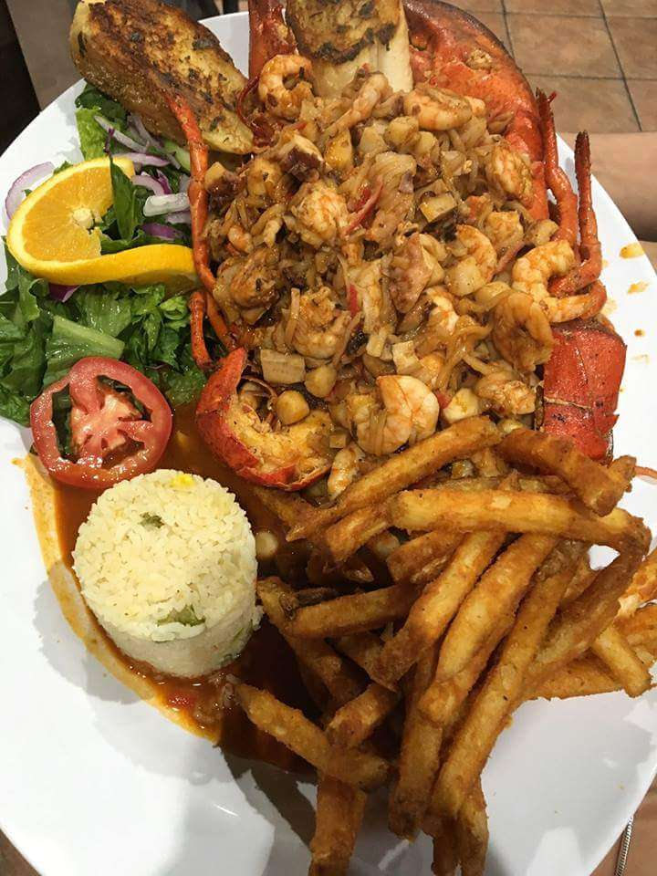 Mariscos El Malecon - restaurant  | Photo 5 of 10 | Address: 9706 S Commercial Ave, Chicago, IL 60617, USA | Phone: (872) 901-0642