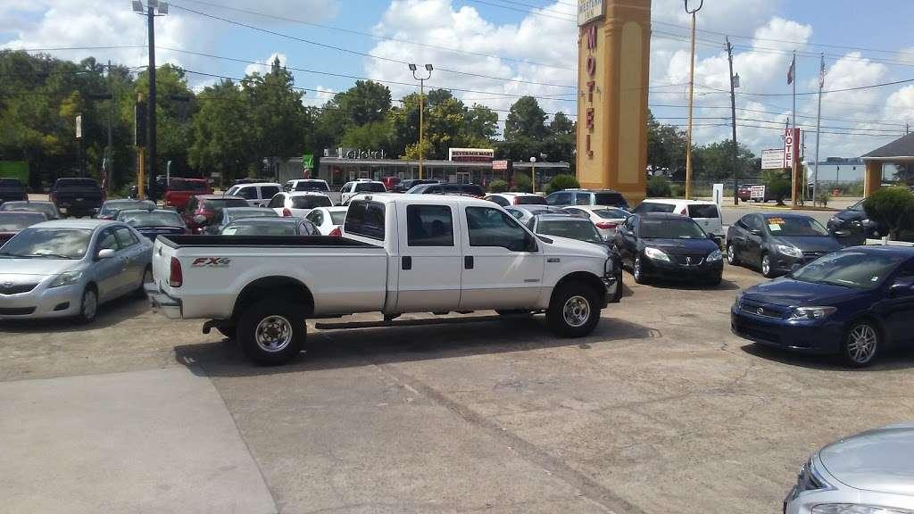 Big Horn Auto Sales Inc  - Car dealer   4717 Spencer Hwy, Pasadena