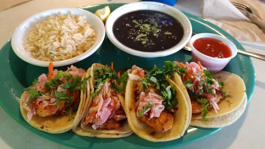 Tiki Beach Bar & Grill - restaurant  | Photo 4 of 10 | Address: 1369 State Hwy 87, Crystal Beach, TX 77650, USA | Phone: (409) 684-9594