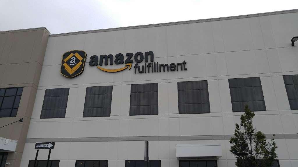 Amazon EWR4 - storage  | Photo 10 of 10 | Address: 50 New Canton Way, Robbinsville, NJ 08691, USA | Phone: (732) 979-7825