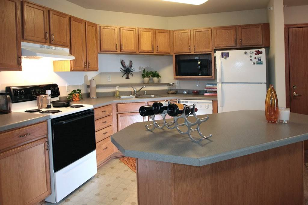 Door Creek Apartments - real estate agency  | Photo 2 of 8 | Address: 925 Harrington Dr, Madison, WI 53718, USA | Phone: (608) 216-0600