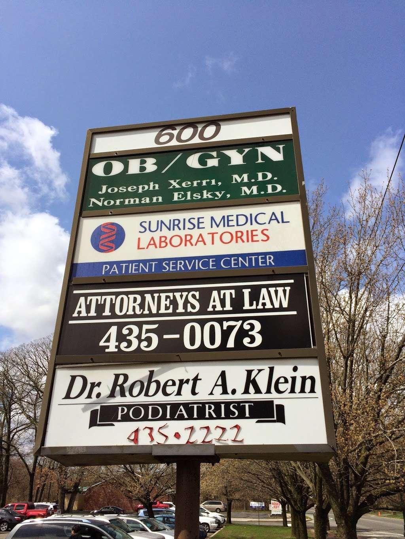 Sunrise Medical Laboratories - health  | Photo 5 of 6 | Address: 600 Suffolk Ave, Brentwood, NY 11717, USA | Phone: (631) 231-3094