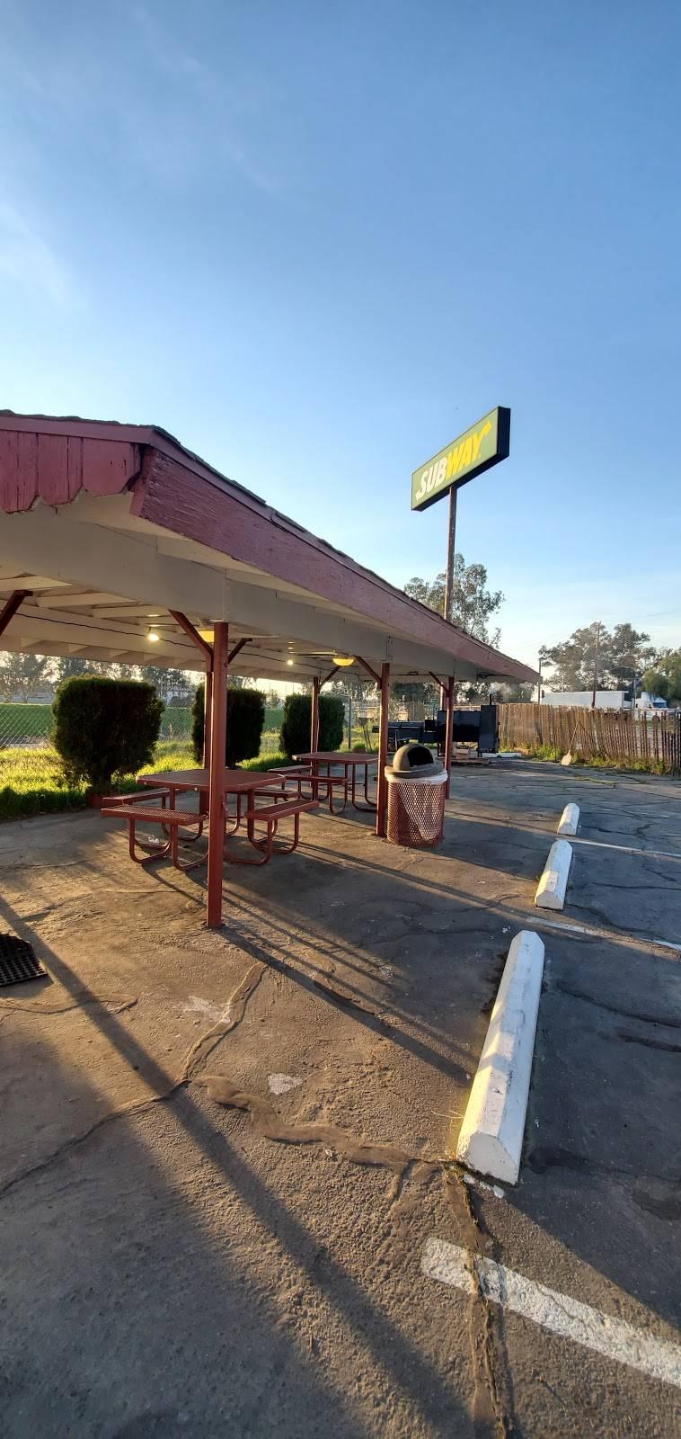 S&T BBQ Delights Restaurant - restaurant  | Photo 3 of 7 | Address: 4965 N Barcus Ave, Fresno, CA 93722, USA | Phone: (559) 275-9033