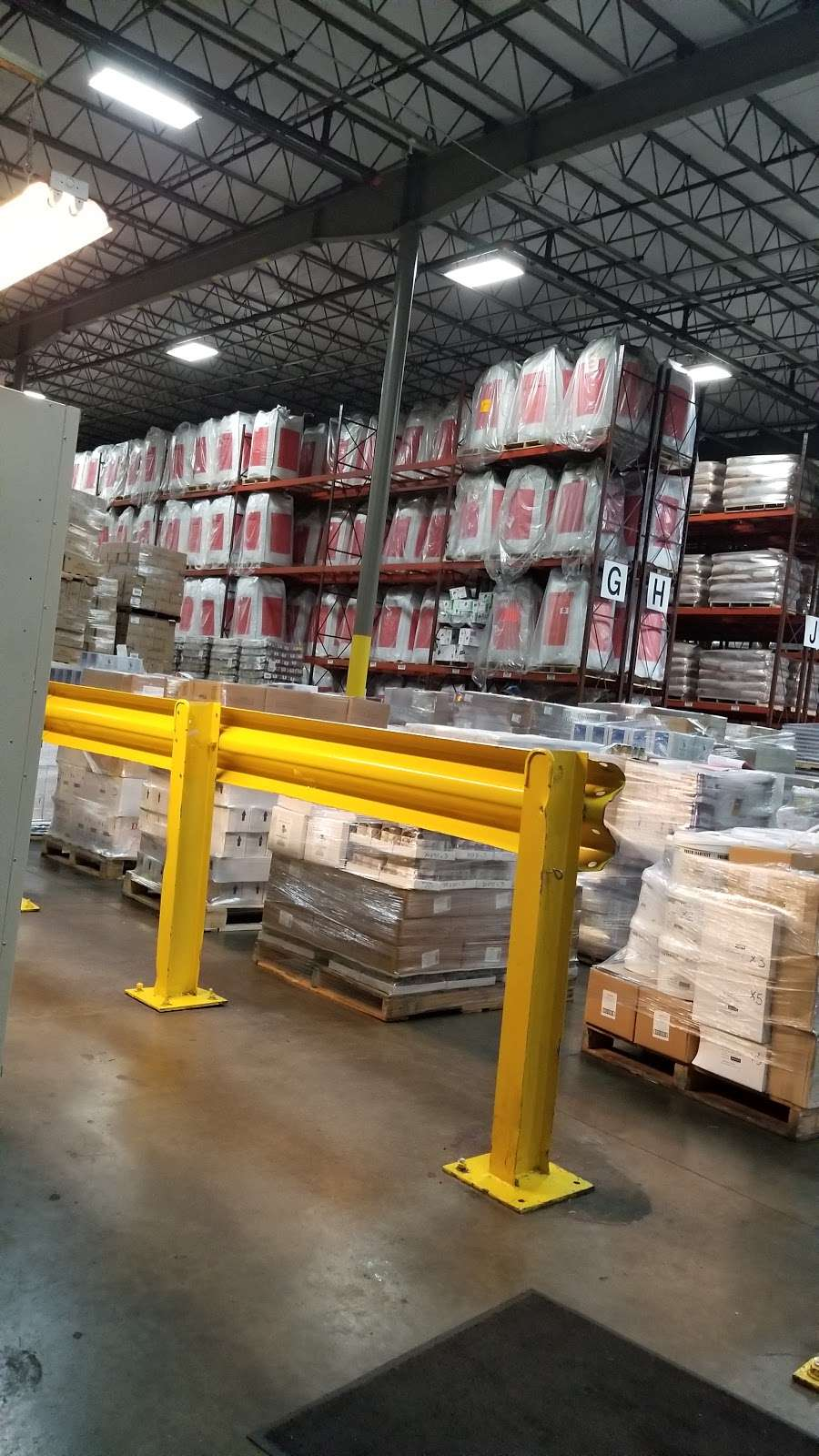 East Coast Warehouse & Distribution - moving company  | Photo 7 of 10 | Address: 1150 Polaris St, Elizabeth, NJ 07201, USA | Phone: (908) 351-2800