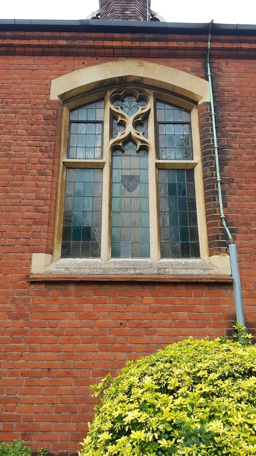 Christ Church - church  | Photo 4 of 9 | Address: Oakleigh Park N, Whetstone, London N20 9AR, UK | Phone: 020 3234 4059