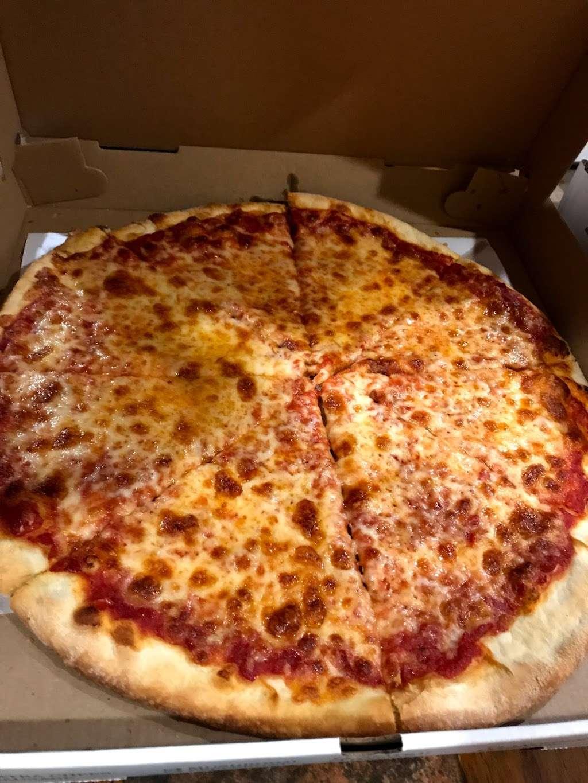 Johnnys Pizzeria - restaurant  | Photo 9 of 10 | Address: 520 Bergen Blvd, Palisades Park, NJ 07650, USA | Phone: (201) 944-4476