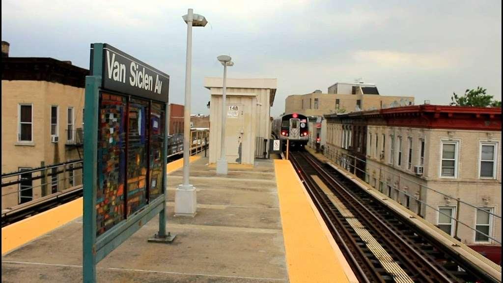 Van Siclen Av - subway station  | Photo 8 of 10 | Address: Brooklyn, NY 11207, USA