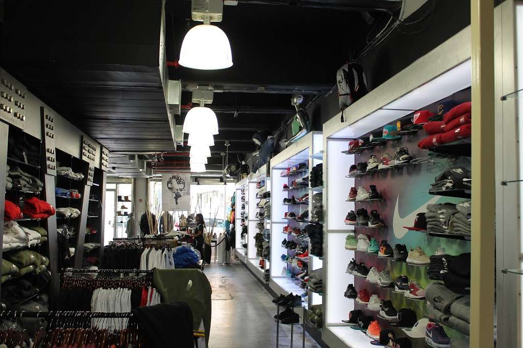 City Jeans Premium - shoe store  | Photo 1 of 10 | Address: 2996 Third Ave, Bronx, NY 10455, USA | Phone: (718) 401-5919