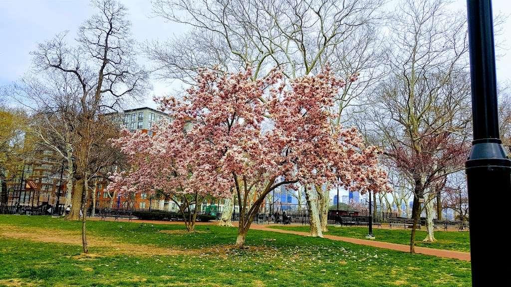 Elysian Park - park  | Photo 5 of 10 | Address: 1001 Hudson St, Hoboken, NJ 07030, USA | Phone: (201) 420-2012