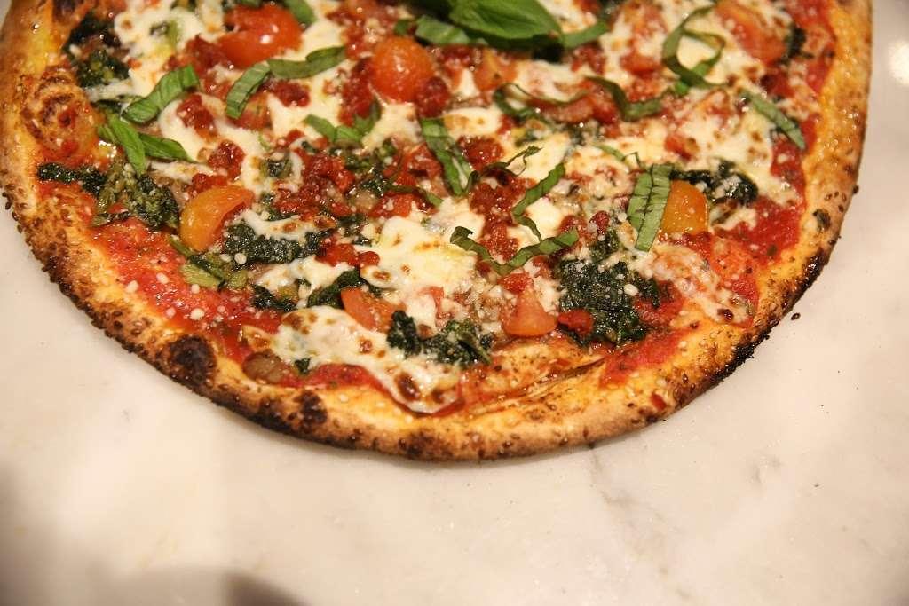 Wahizza - meal takeaway  | Photo 7 of 10 | Address: 4484 Broadway, New York, NY 10040, USA | Phone: (212) 837-8088