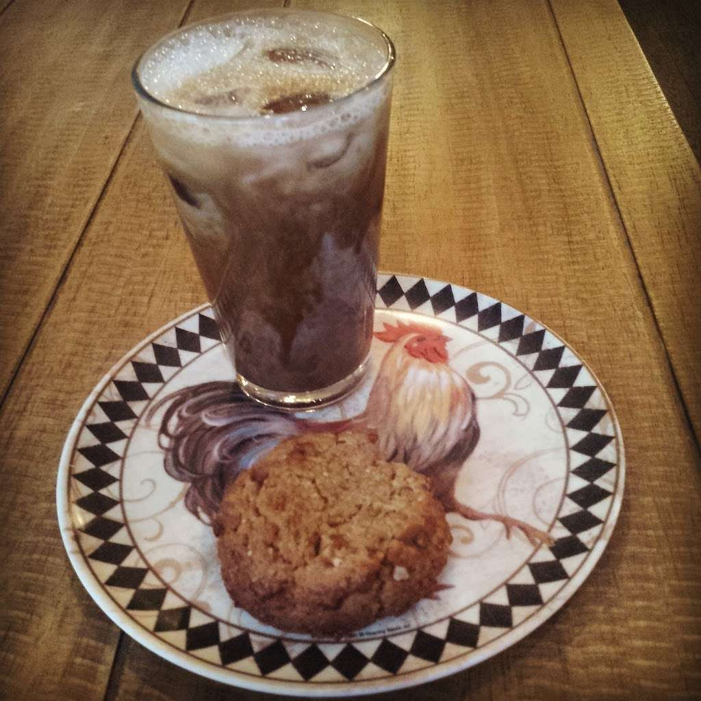 Vineapple Cafe - cafe  | Photo 6 of 10 | Address: 71 Pineapple St, Brooklyn, NY 11201, USA | Phone: (347) 799-1701