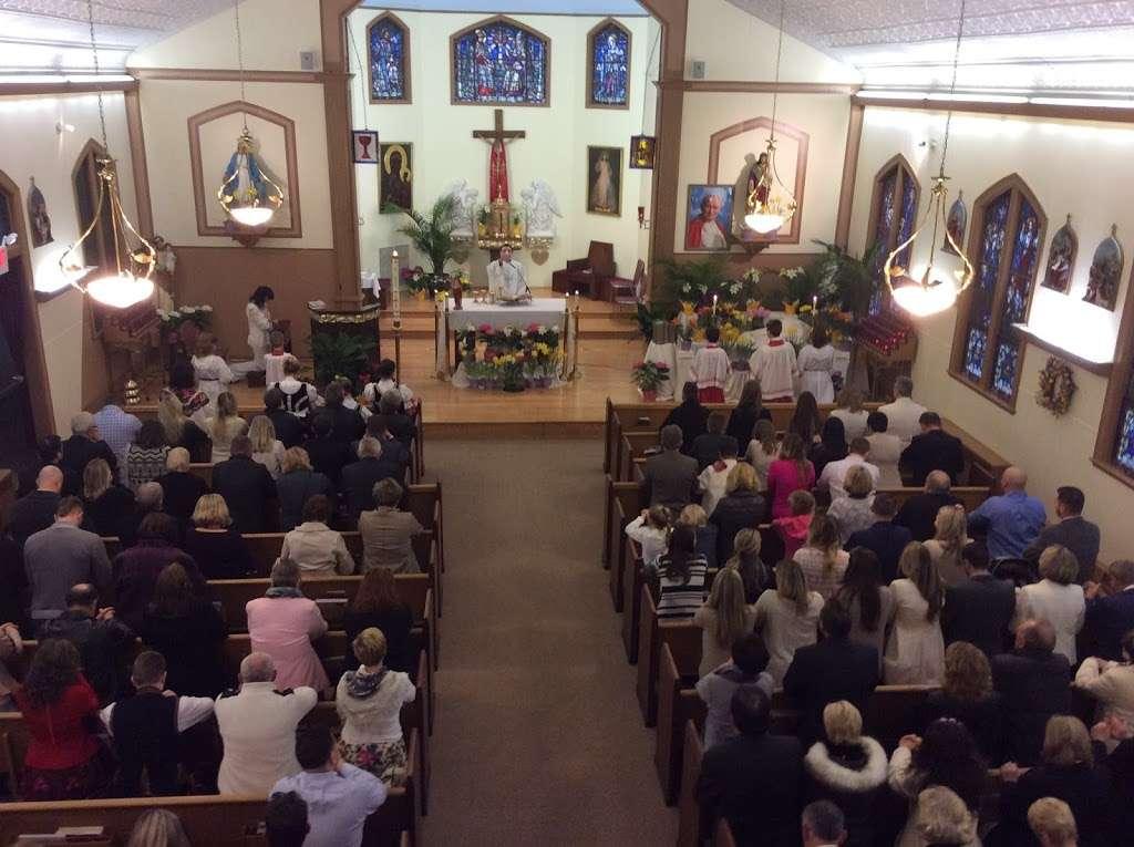 Holy Trinity Church - church  | Photo 3 of 6 | Address: 100 Main St, Helmetta, NJ 08828, USA | Phone: (732) 521-0172