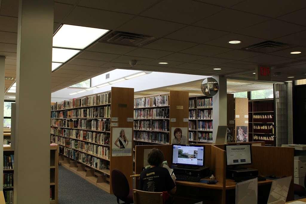 Edison Public Library: Clara Barton Branch - library  | Photo 5 of 10 | Address: 2600, 141, Hoover Ave, Edison, NJ 08837, USA | Phone: (732) 738-0096